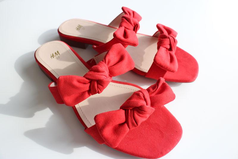 9b4ab5935a61 Ni kanske minns min jakt på de röda sandalerna med rosetter på ifrån H&M  för ett par veckor sedan? Well när vi for upp till Stockholm innan vår resa  till ...